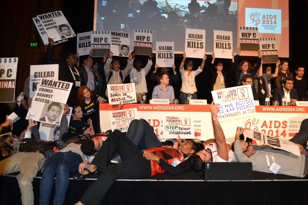 Активисты «умерли» в знак протеста